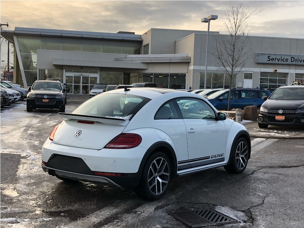 Certified Pre-Owned 2017 Volkswagen The Beetle Dune Coupe 1.8T 6sp at w/ Tip